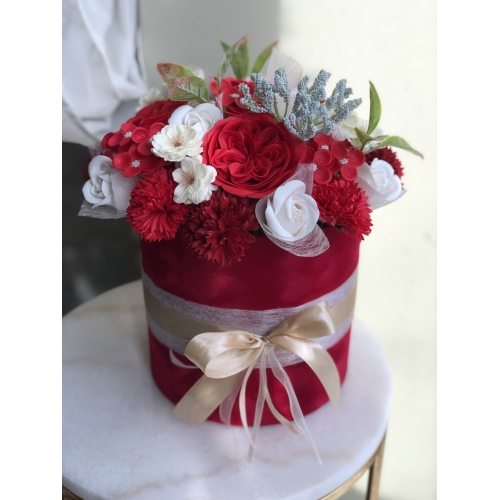 Luxurious bouquet of red fragranced soap flowers, XL size