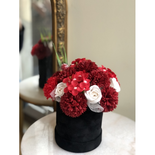 Luxurious bouquet of red fragranced soap flowers, S size